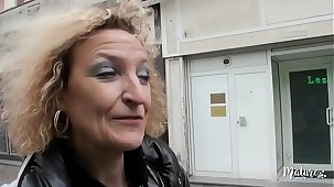 Béatrice, une mature aux gros seins fan de sodomie