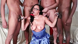 SCAMBISTI MATURI - Wettish interracial gangbang with mature Italian amateur and several studs