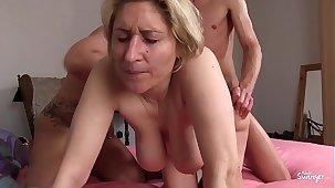 REIFE SWINGER - German amateurish mature swingers banging in hardcore threesome