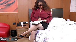 AgedLove chubby mature is shagging on bed