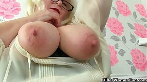 British granny Amanda Degas fingers her well-fixed abundant in old pussy
