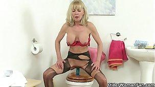 British grannies Elaine together with Amanda fuck a dildo on toilet