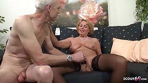 Oma und Opa beim Porno Casting - Deutsche Rente reicht nicht - German Granny