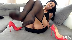Transmitted to Sensual Kira Queen gives a perfect Footjob in Stockings