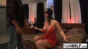 Blindfolded subfuscous gets gasping with a threesome