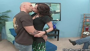 Milf fucks a stranger while cuckold hubby takes pictures less his buzz