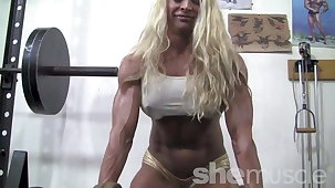 Blond muscle babe shows off her insane body in slay rub elbows with gym