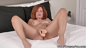 Florida milf Andi James spends refresh period with dildo