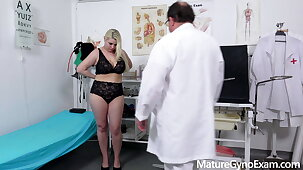 Beamy pornstar Alexa Bold examined off out of one's mind kinky adulterate